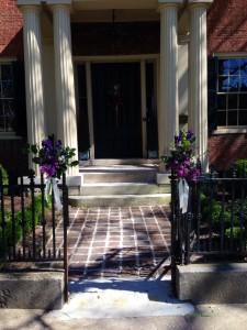 Bodley Bullock House next door to Gratz Park is easy walking distance for guests.